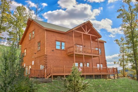 Lookout Lodge: 7 Bedroom Sevierville Cabin Rental