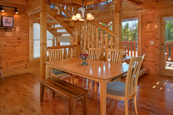 Spacious 2 Bedroom Cabin with Dining Area for 6 - The Summit