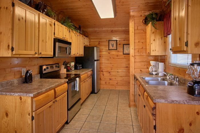Luxury 2 Bedroom Cabin with Full Kitchen - The Summit