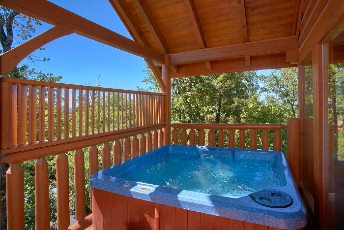 Spacious 2 Bedroom Cabin with Hot Tub and Deck - The Summit