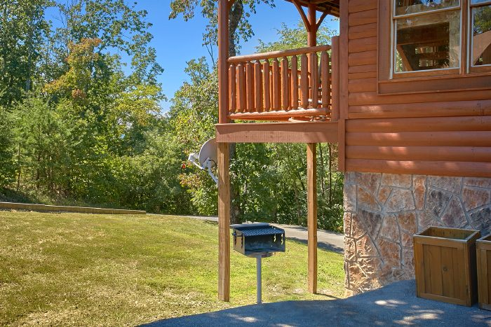 Luxury Cabin with Grill, Deck and Hot Tub - The Summit