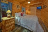 Cabin with Private Queen bedroom with TV