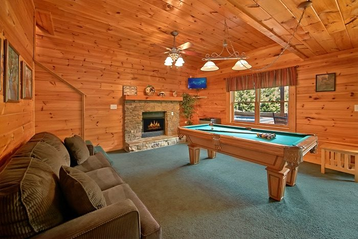 Cabin with pool table and 2 hot tubs - Timber Lodge