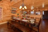 5 Bedroom Cabin with a Dining Room Table