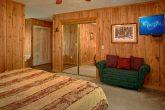 Honeymoon Cabin with Large King Bedroom