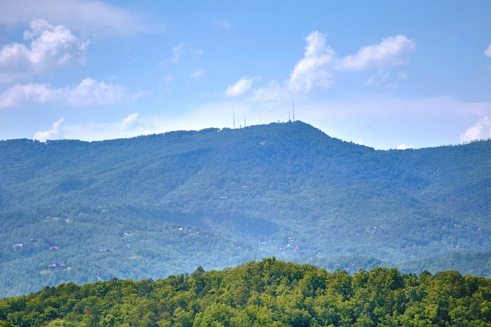 Honeymoon Cabin with View of the Smoky Mountains - Valley View