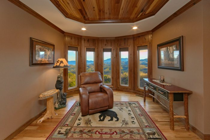 Master Suite with Wet Bar, Private Bath and TV - Bluff Mountain Lodge