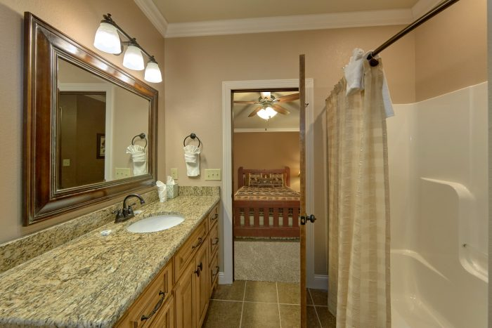 Luxurious bathroom with shower and Tub - Bluff Mountain Lodge