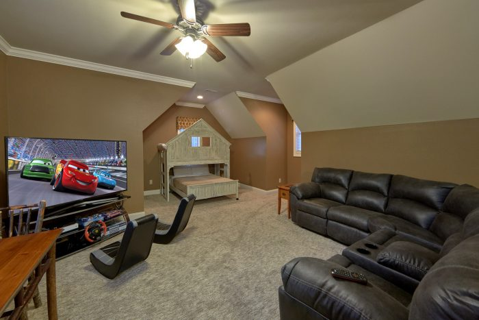 Game Room with XBox, Bunk Beds and TV - Bluff Mountain Lodge