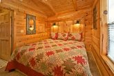 Honeymoon cabin with private king bedroom