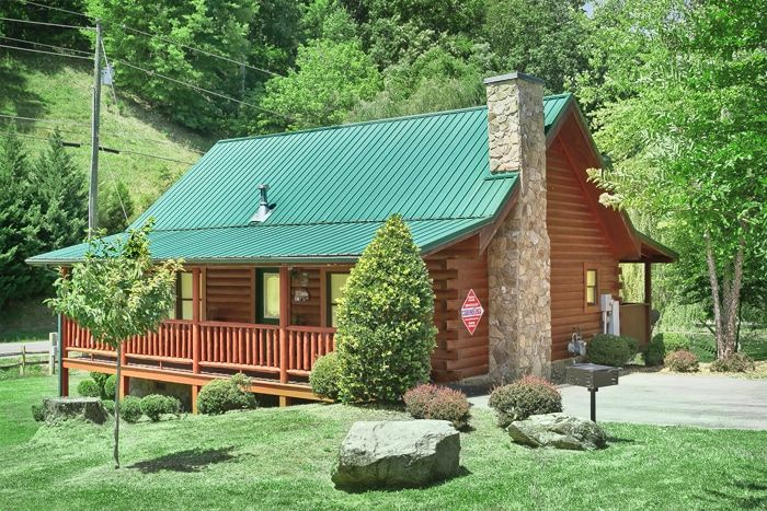 ... Pigeon Forge 1 Bedroom Cabin Near Downtown   Whispering Pond ...