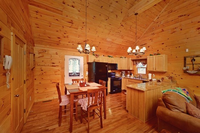 Premium Honey Moon Cabin with Dining Table - Whispering Pond