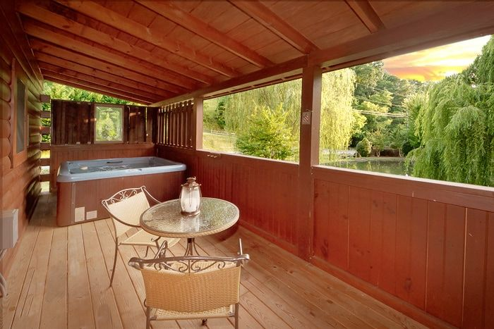 Honey Moon Cabin with Outdoor Private Hot Tub - Whispering Pond