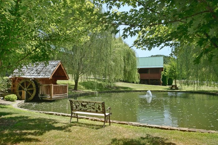 Premium 1 Bedroom Honey Moon Cabin with Pond - Whispering Pond