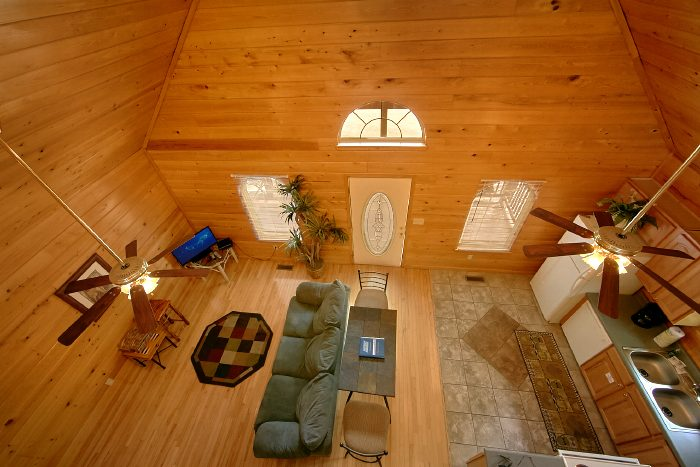 Spacious Honeymoon Cabin in Gatlinburg - Wild Kingdom