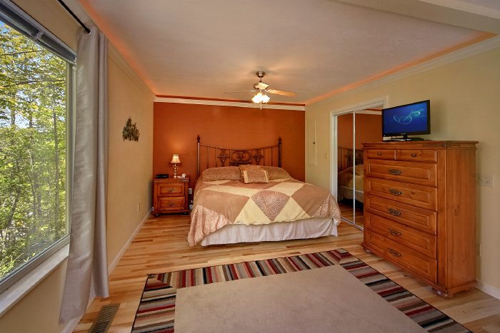Gatlinburg Cabin with Luxurious King Suite - Wild Kingdom