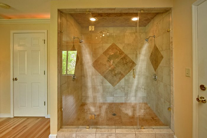 Honeymoon Cabin with Luxury Double Shower - Wild Kingdom