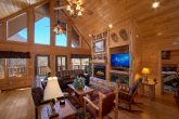 Luxurious 6 Bedroom Cabin with Fireplace