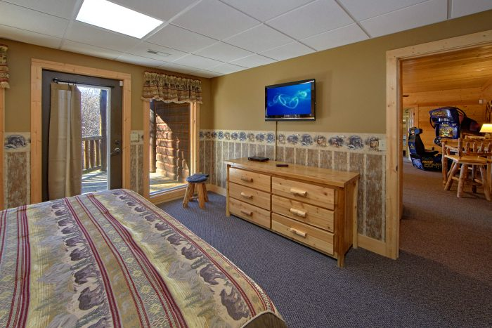 Premium Cabin Rental with 4 King Beds - Wilderness Lodge