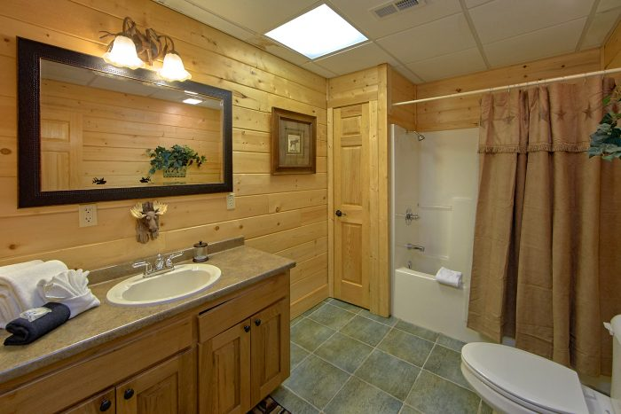Luxury Cabin with 6 bathrooms and Jacuzzi Tub - Wilderness Lodge