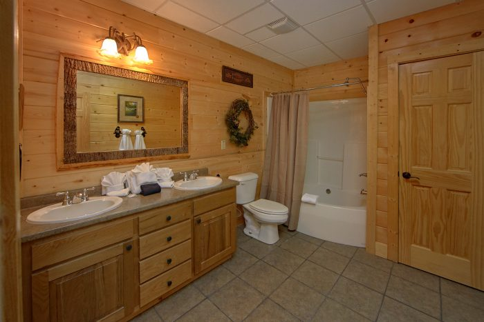 6 Bedroom Cabin with 6 Private Bathrooms - Wilderness Lodge