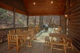 6 Bedroom Cabin with Gas Grill and Covered Deck
