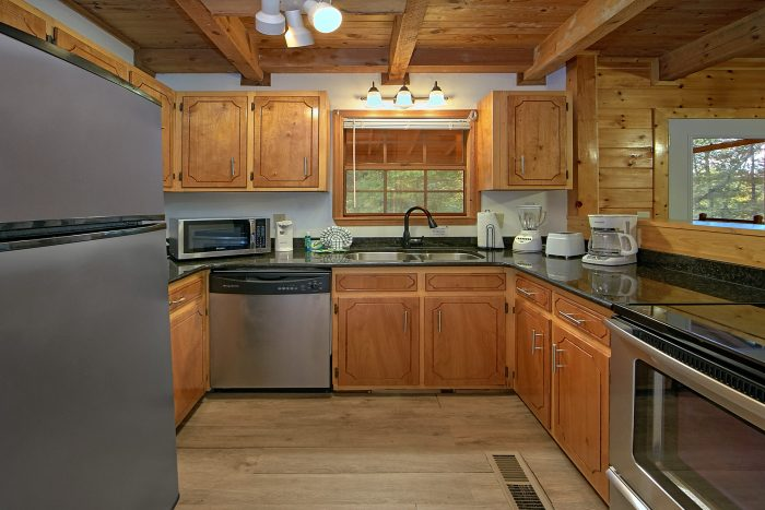 3 Bedroom Cabin in Pigeon Forge Sleeps 10 - Wolves Den