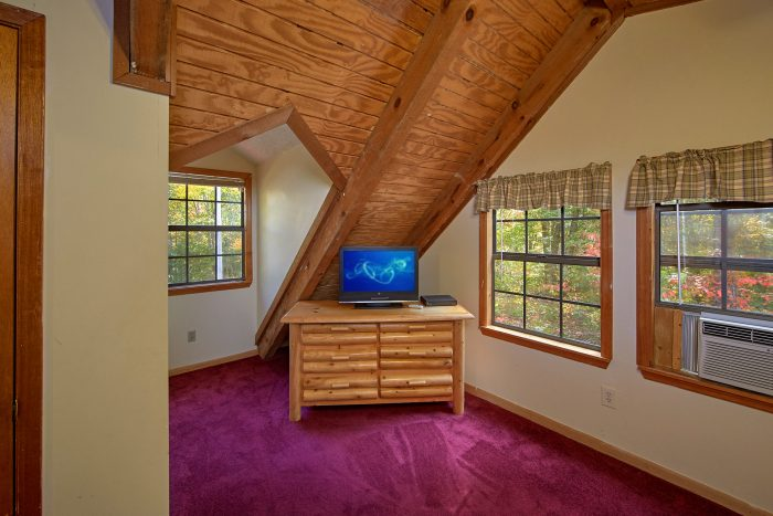 3 Bedroom Cabin with All Flat Screen TV's - Wolves Den