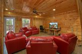 3 Bedroom Cabin Sleeps 8 w/ 50 HDTV & SS